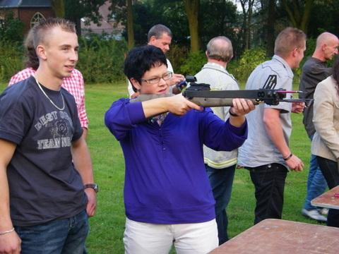 Teamuitje met kruisboog schieten